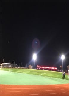 球场高杆灯安装案例图