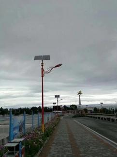 少数名族特色太阳能路灯安装