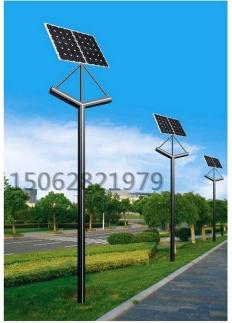 高速太阳能路灯